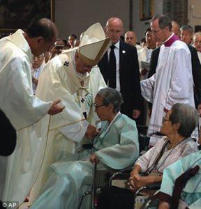 Pope Greets Comfort Women